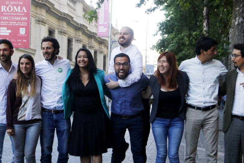 """Senador electo del Frente Amplio: """"Si Guillier tuviera la osadía de enfrentarse a las AFP, la gente votaría en masa por él"""""""