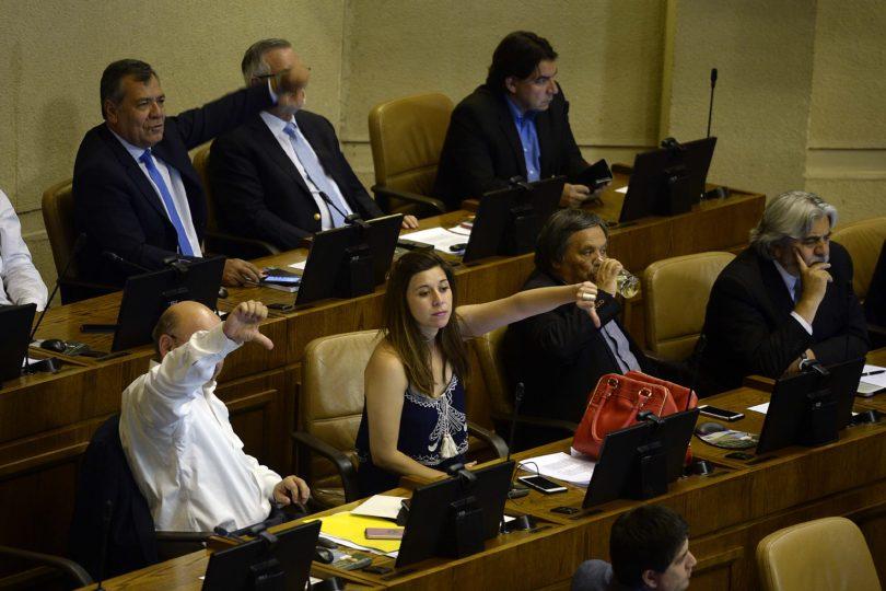 Funcionarios públicos con altas rentas ahora podrán acceder al reajuste fiscal