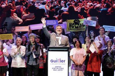Alejandro Guillier anuncia la condonación del CAE al 40% de los deudores