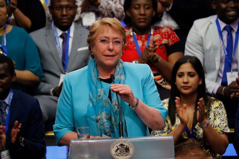 """Presidenta Bachelet: """"Uno sabe que las encuestas se manipulan, para qué andamos con cosas"""""""