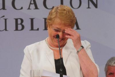 """Bachelet a su yerno de Villa Cariño: """"¡Que no me diga suegra y me ayude con la plantación de tomates!"""""""
