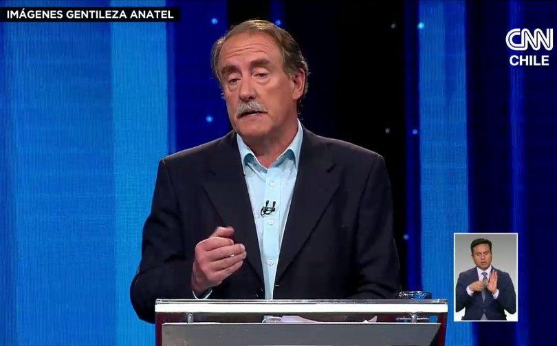 VIDEO | Artés protagoniza el momento más delirante del debate Anatel al corregir cita errónea de Piñera