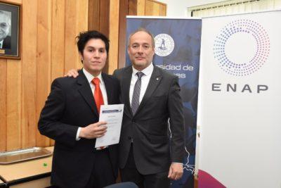 Alumnos de la Universidad de Magallanes reciben becas para sus proyectos de títulos