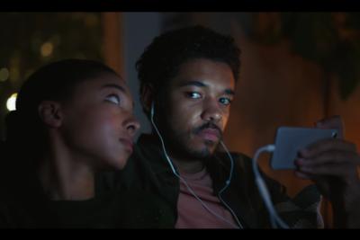 VIDEO  Genial comercial de Samsung se burla de los fanáticos del iPhone