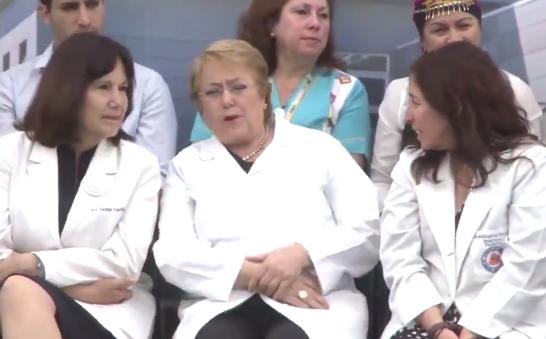 VIDEO | En plena ceremonia: cámara capta cuando Bachelet se entera del ataque a Rossi