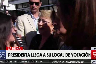 VIDEO |Locura por una selfie con Michelle Bachelet en su último proceso eleccionario como Presidenta