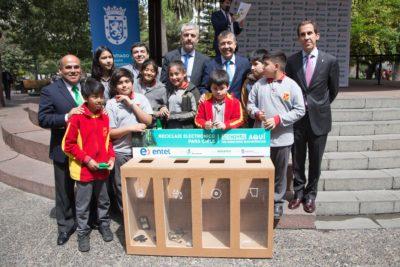 Contenedores de reciclaje electrónico invaden la comuna de Santiago