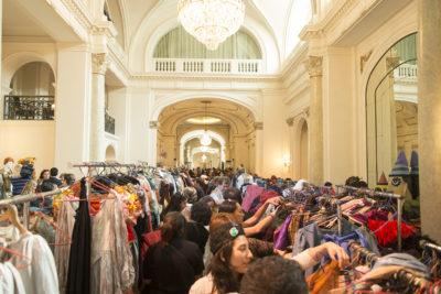 FOTOS l Teatro Municipal de Santiago saca a la venta el vestuario de obras icónicas