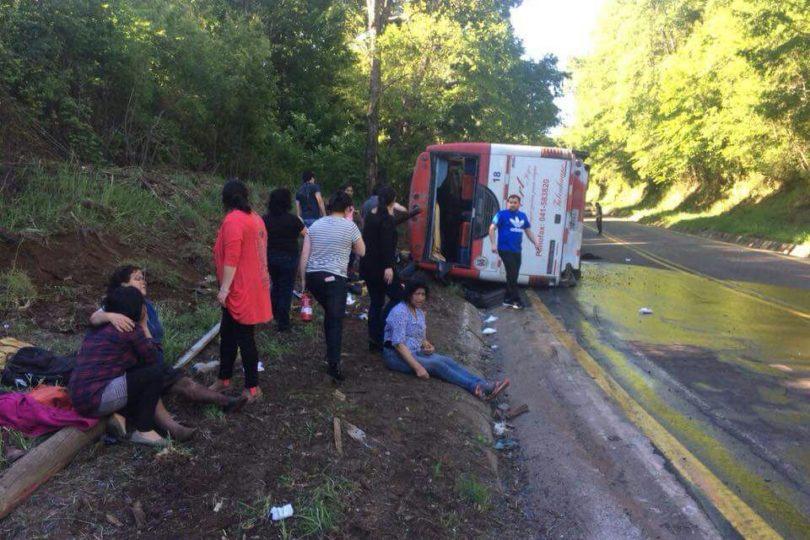 Aumentan a 11 los fallecidos en accidente de bus en La Araucanía que trasladaba delegación municipal de Tirúa