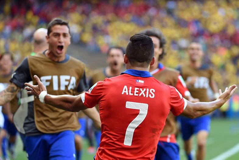 VIDEO |Bonini grita el gol de Alexis a Brasil en plena transmisión de TVN como un chileno más