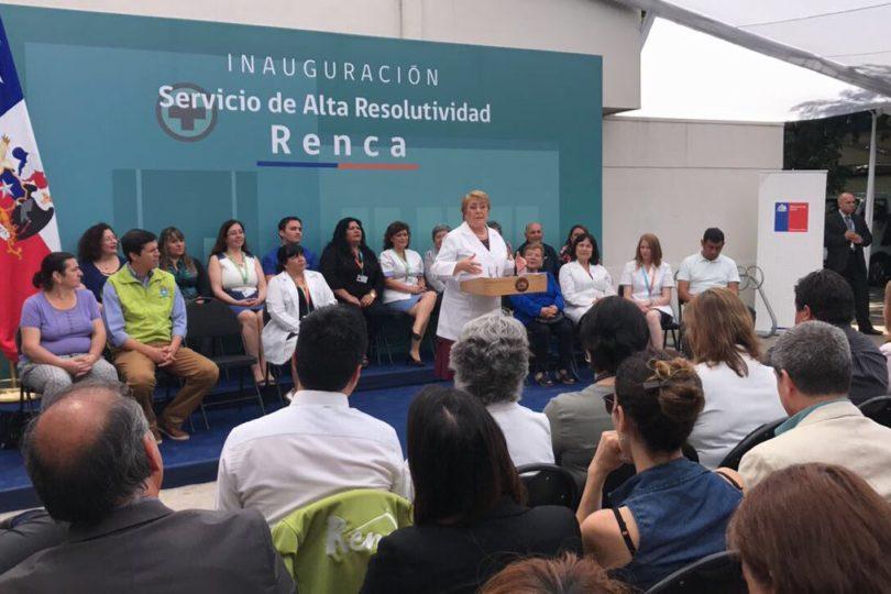 Doctora Bachelet: Presidenta bromea sobre su futuro fuera de La Moneda en la salud pública