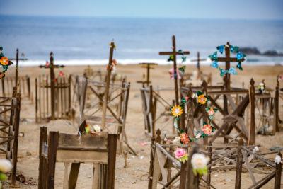 Pampinos rescatan tradición y llevan su arte a cementerios