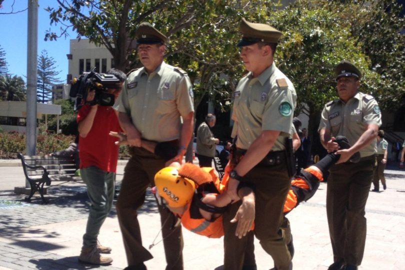 VIDEOS | Candidatos del Frente Amplio y un mimo son detenidos mientras andaban en bicicleta