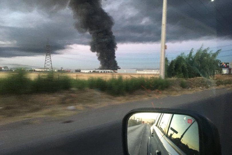 FOTOS |Incendio afecta a empresa en comuna de Maipú: columna de humo es visible de distintos puntos