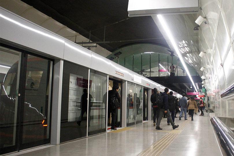 Metro pide denunciar acosos tras viralizarse video de hombre tocándose al lado de estudiante