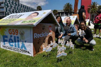 FOTOS | Reciclaje electoral: Partido Ecologista convirtió propaganda en casas para perros