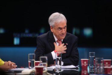 """""""Que el Servel tome cartas en el asunto"""": cuestionan propaganda electoral de Piñera en su local de votación"""