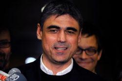 Pablo Simonetti explica por qué borró encuesta donde ganaba Piñera y Kast se burla con un meme