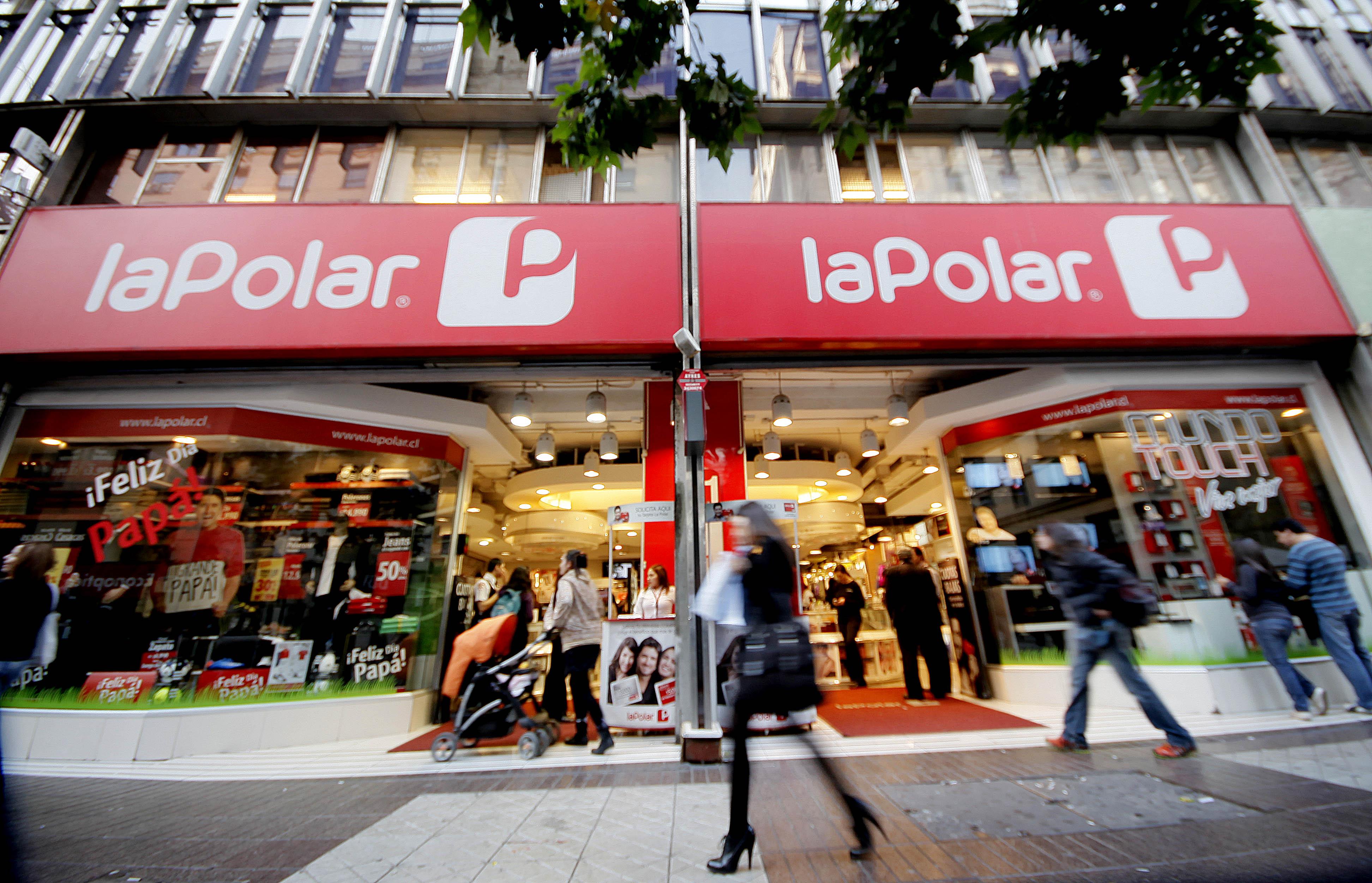 Otra vez La Polar: Sernac demanda por refinanciamiento no informado en tarjetas de crédito