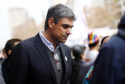 """Simonetti compara modificación de unión civil de Piñera con doctrina racial """"iguales pero separados"""""""