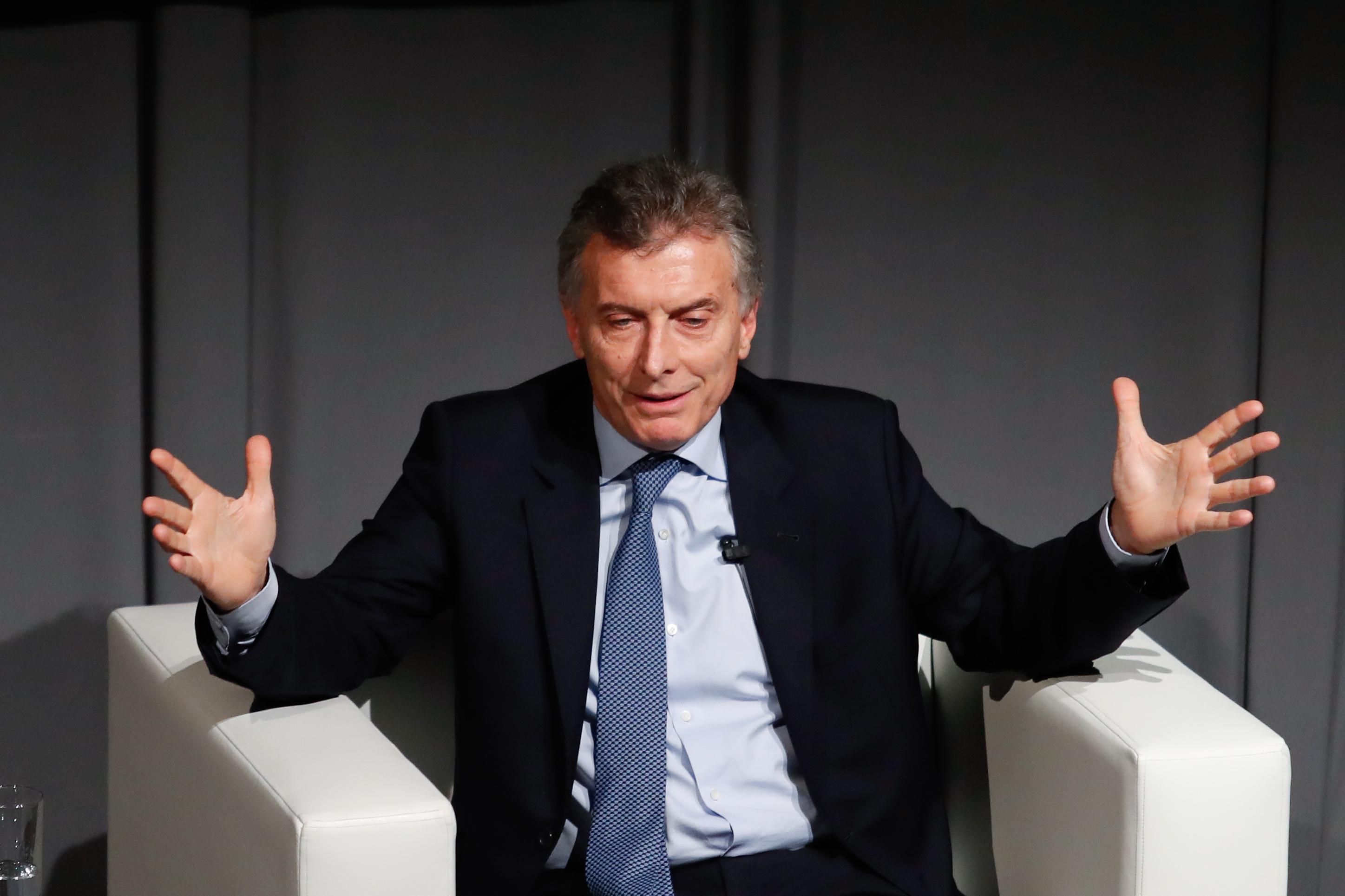 """""""Diputados argentinos aprueban polémica reforma de pensiones de Mauricio Macri en medio de violentas manifestaciones"""""""