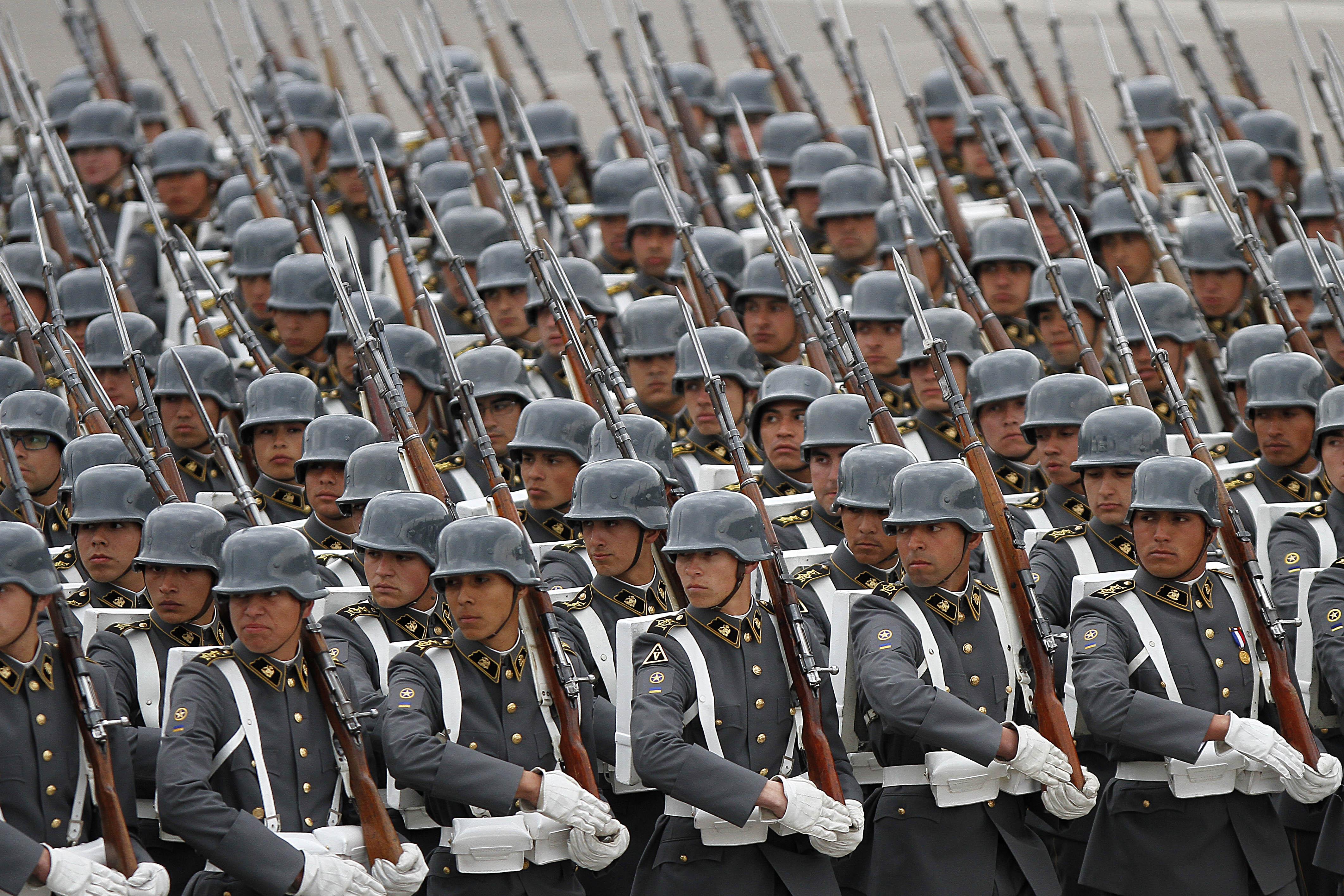 Corte Suprema revierte decisión de Consejo para la Transparencia y reserva identidad de ex CNI que trabajan en el Ejército