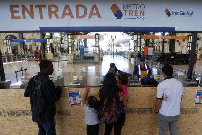 """Paro de trabajadores de Tren Central cumple once días y acusa """"reemplazo en huelga"""""""