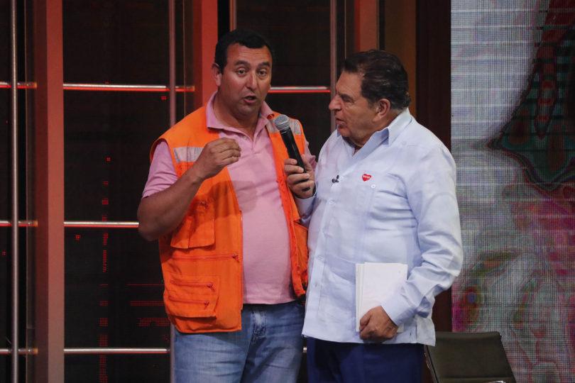 VIDEOS  El momento exacto en que acusaron a Don Francisco de censurar a camioneros durante la Teletón