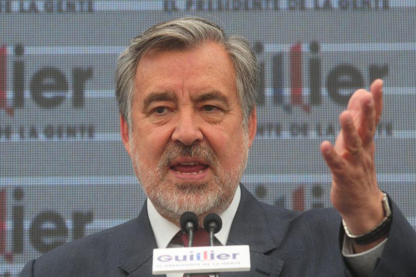 """Guillier: """"Lo que a Piñera le está pasando es que está confundido porque presiente la derrota"""""""