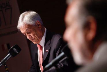 """Los mensajes más duros de Patch Adams: """"No apoyo, de ninguna manera, la candidatura de Piñera y mucho menos su propuesta para Chile"""""""