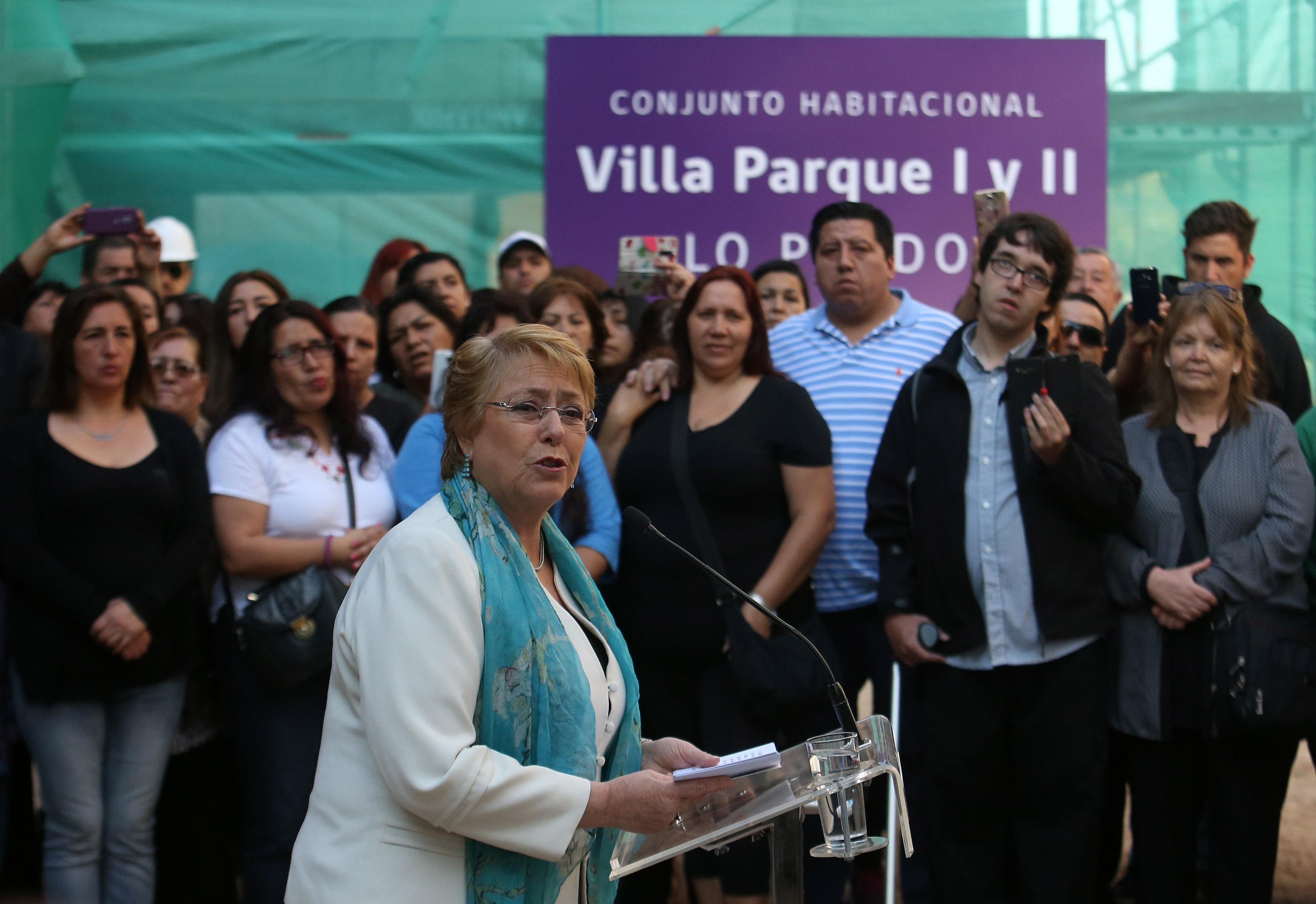 """""""Bachelet a Chile Vamos por gratuidad: """"Hasta hace pocos días estaban en contra"""""""""""