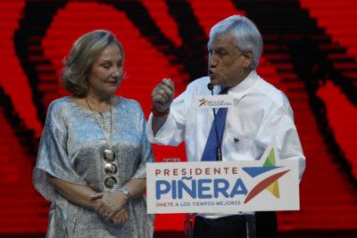 FOTO | Los cinco ex futbolistas que llegaron a apoyar a Piñera al Teatro Caupolicán
