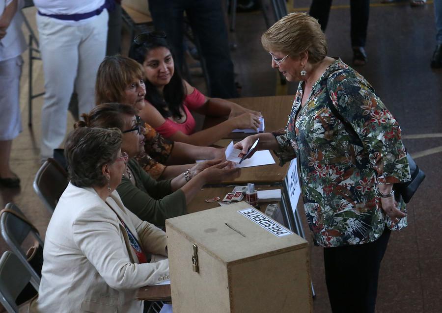 """El mea culpa de Bachelet por el voto voluntario: """"Me equivoqué, pensé que teníamos un espíritu cívico más grande"""""""