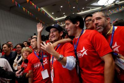 Comando de Piñera saca el cotillón y celebra primeros conteos de votos