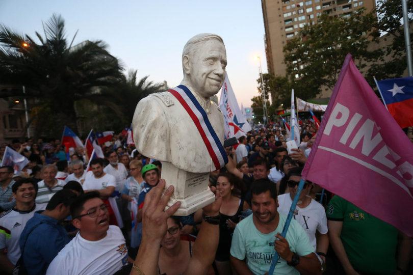 FOTOS | Augusto Pinochet apareció en las celebraciones del triunfo de Sebastián Piñera