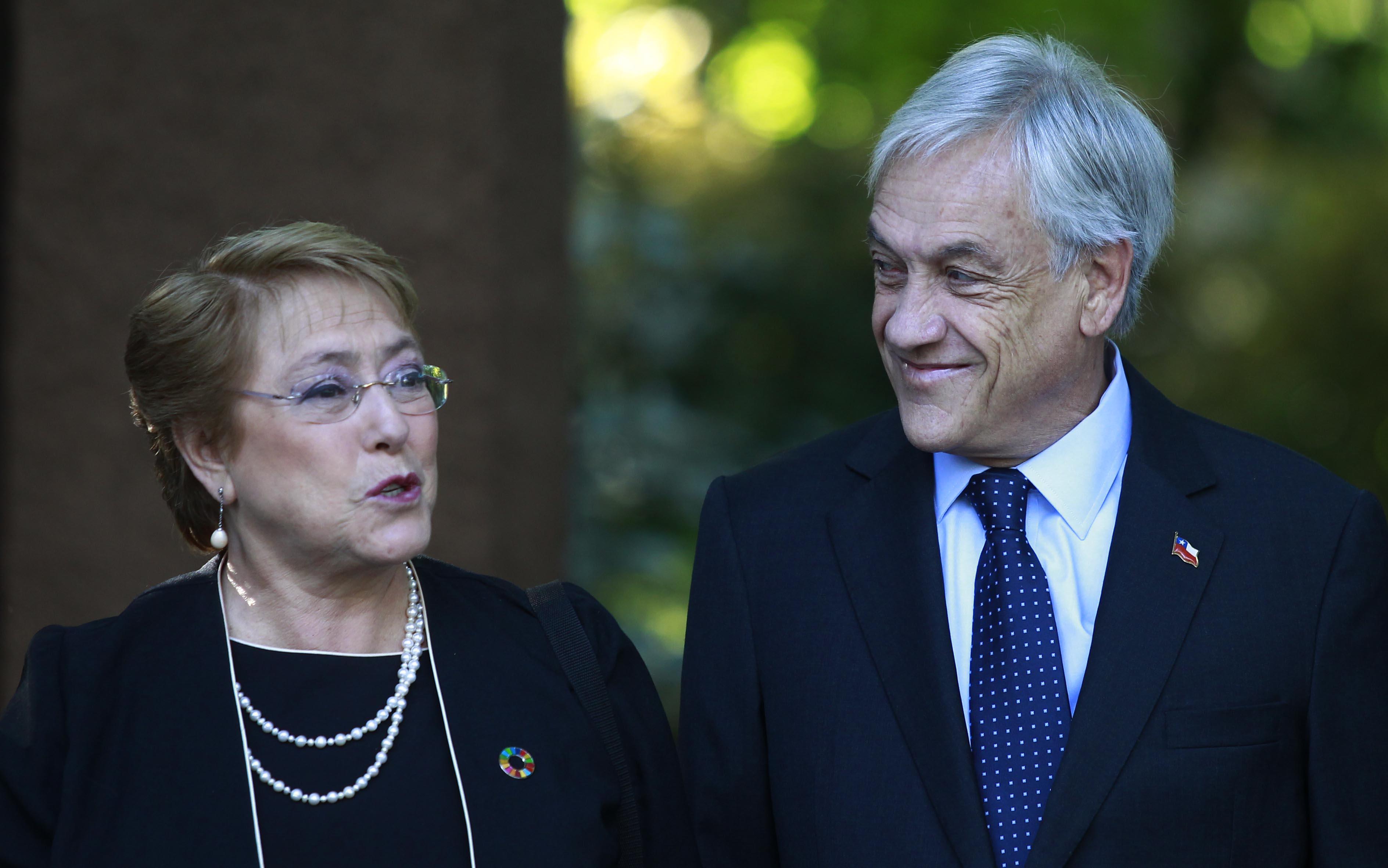 """""""Bachelet le anuncia a Piñera que enviará proyecto para cambiar la Constitución"""""""