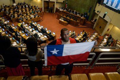 Cámara de Diputados aprueba proyecto de nacionalización del luchador Yasmani Acosta