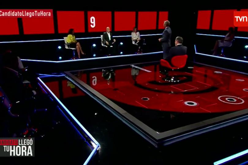 """Panelistas desmienten que programa de Guillier en TVN no fuera en vivo y caen críticas a """"los directores de derecha"""""""
