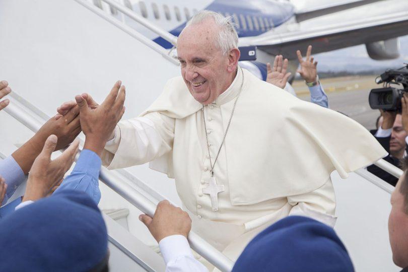 Los católicos deberían pagar la visita del Papa