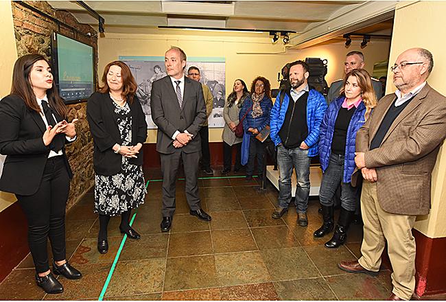 """""""Inauguran histórica muestra de campamentos petroleros en Punta Arenas"""""""