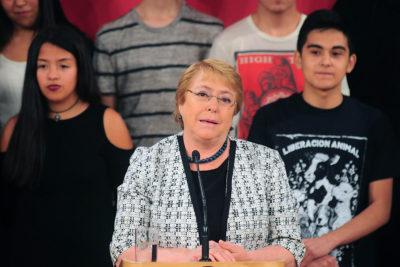 Presidenta lamentó poca presencia de mujeres entre puntajes nacionales