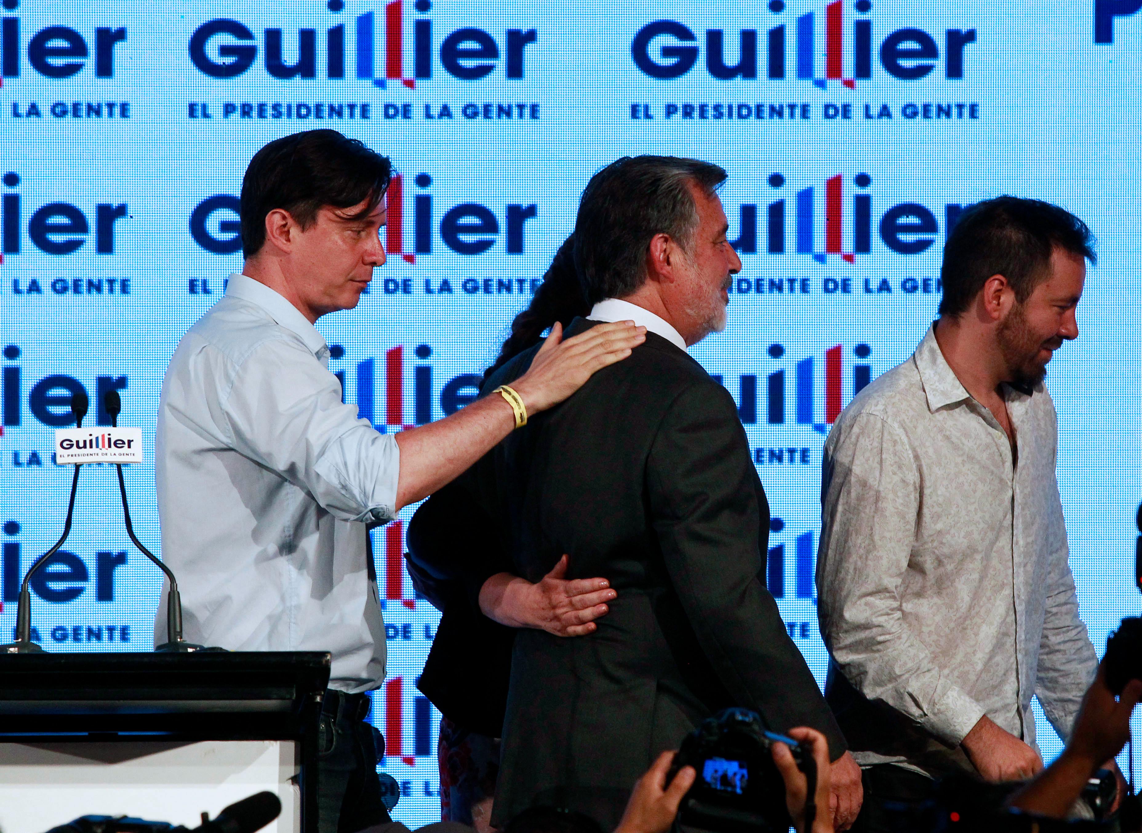 """Alejandro Guillier reconoce derrota:"