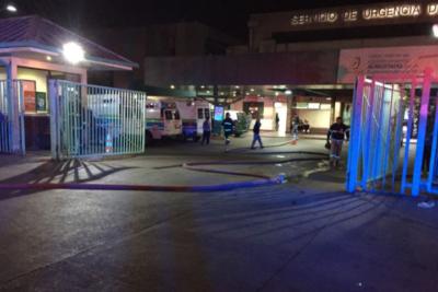 Bomberos controla emergencia en la sala de archivos del Hospital San José