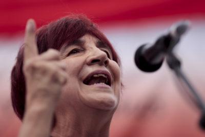 """""""Mejor que no estuviera"""": Carmen Hertz critica a Guillier por apoyar cruzada de Chile Vamos contra viaje de Bachelet a Cuba"""
