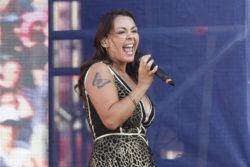 """""""Es mejor solo sexo y rock&roll"""": cantante Denisse Malebrán trapea el suelo con Los Tres y Álvaro Henríquez"""