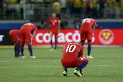 Épico tapabocas de Luis Omar Tapia a hincha mexicano que quiso trolear a la Roja por no ir al Mundial