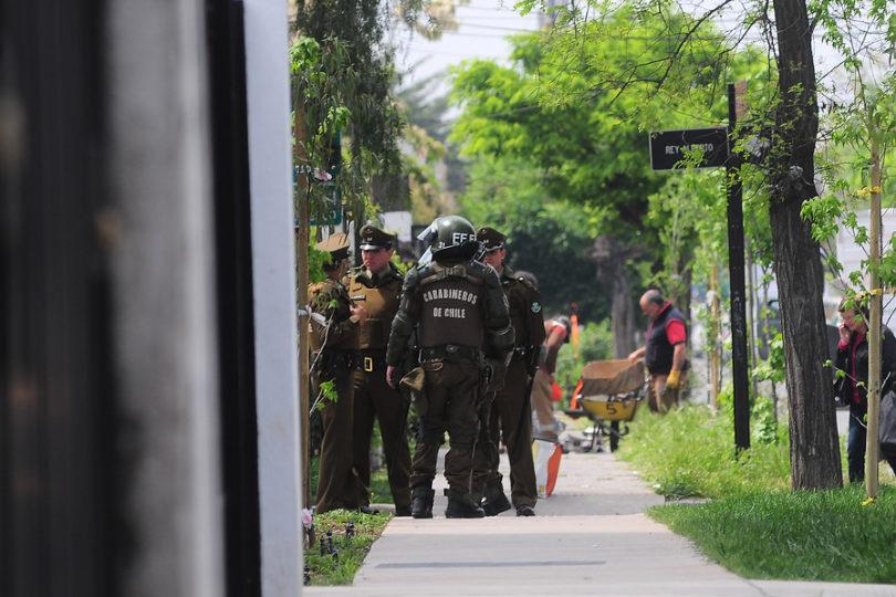 FOTO | Operación Huracán: Carabineros amenaza con vehículos de FF.EE. el allanamiento de la PDI a cuartel