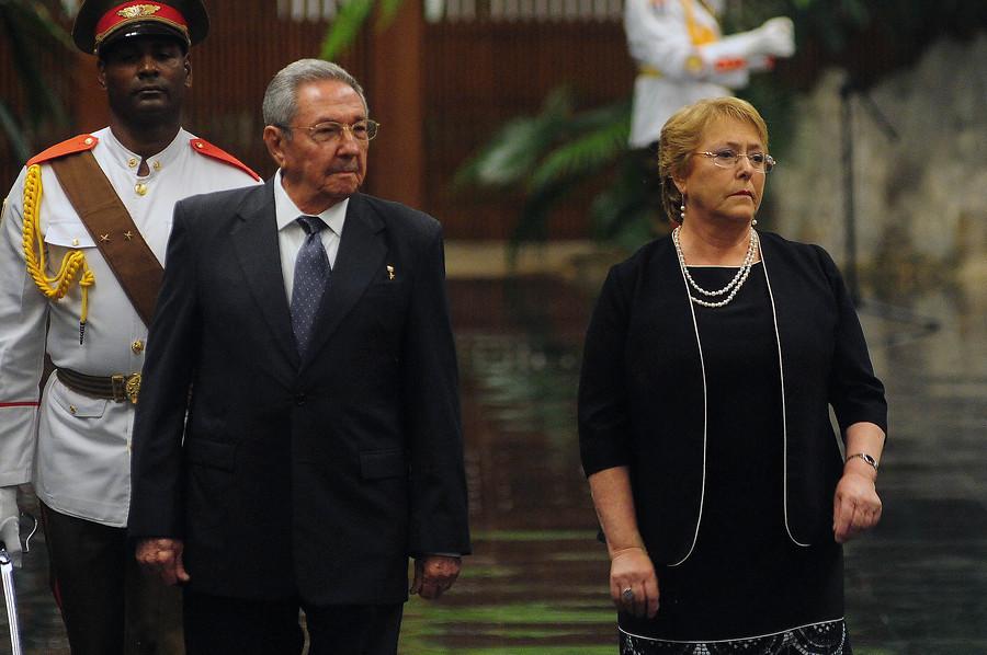 Presidenta Michelle Bachelet se reúne con Raúl Castro durante visita a Cuba