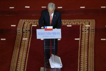 VIDEO + FOTO | Sebastián Piñera se anotó con dos fails seguidos en plena presentación del gabinete