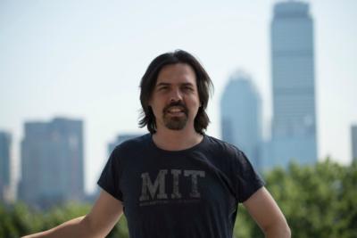 """César Hidalgo, creador de Data Chile: """"Los gobiernos sí han manipulado datos, por eso es importante este tipo de esfuerzos"""""""